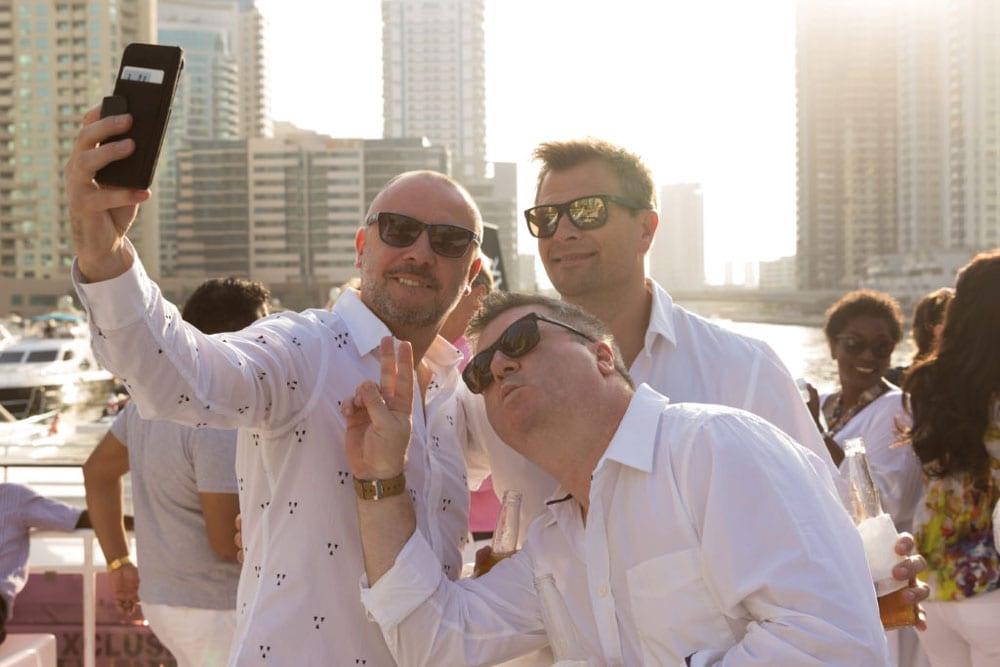 group Selfie tips_taproot